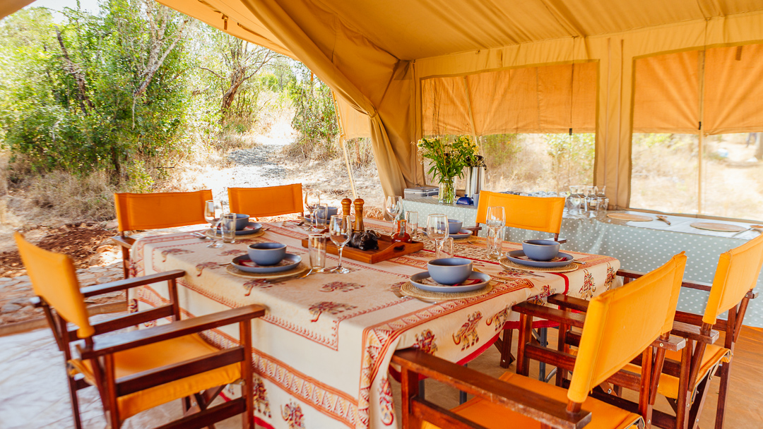 Mess Tent Living in Kenya, Africa. Safaris with a Land Rover