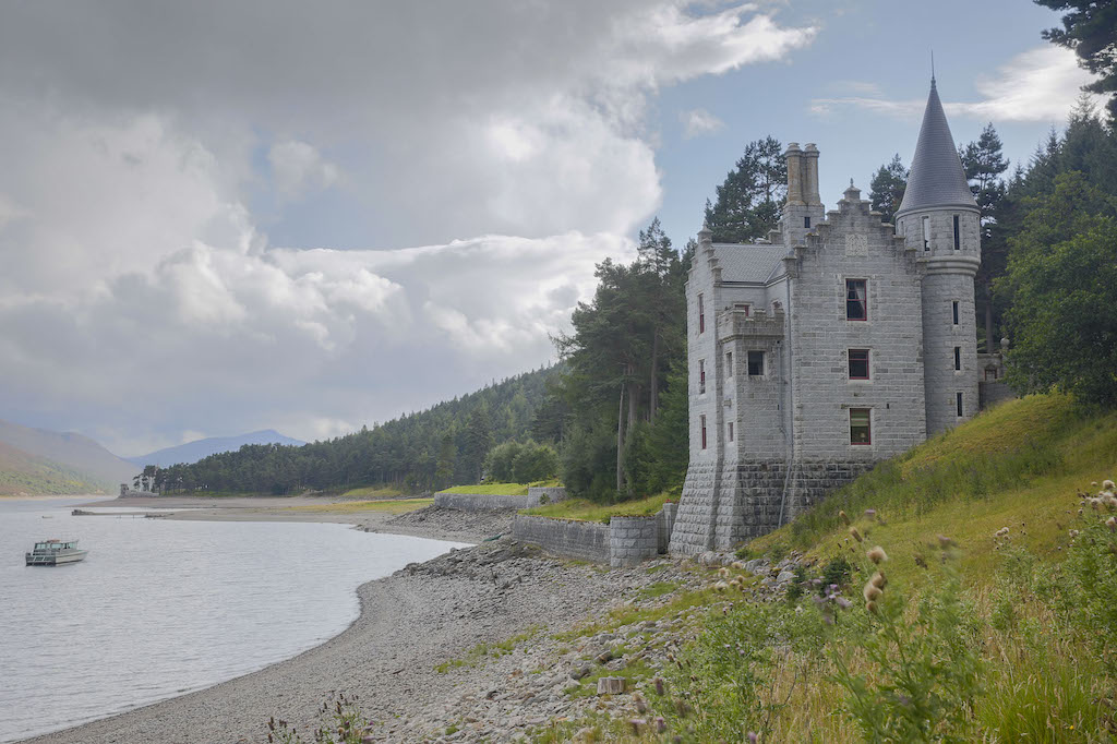 Fly Fishing Holidays in Scotland - Scottish Staycation. Britain's top holiday homes.