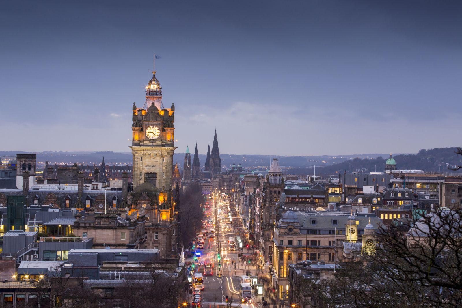 Edinburgh by night - Luxury Scottish Vacation